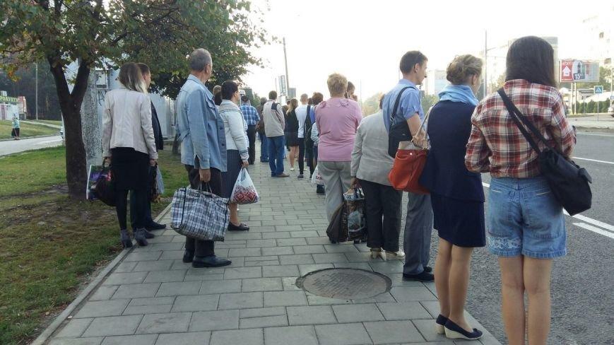 Останній герой: як львів'яни на Сихові штурмують автобуси аби вчасно доїхати на роботу (ФОТО, ВІДЕО), фото-1