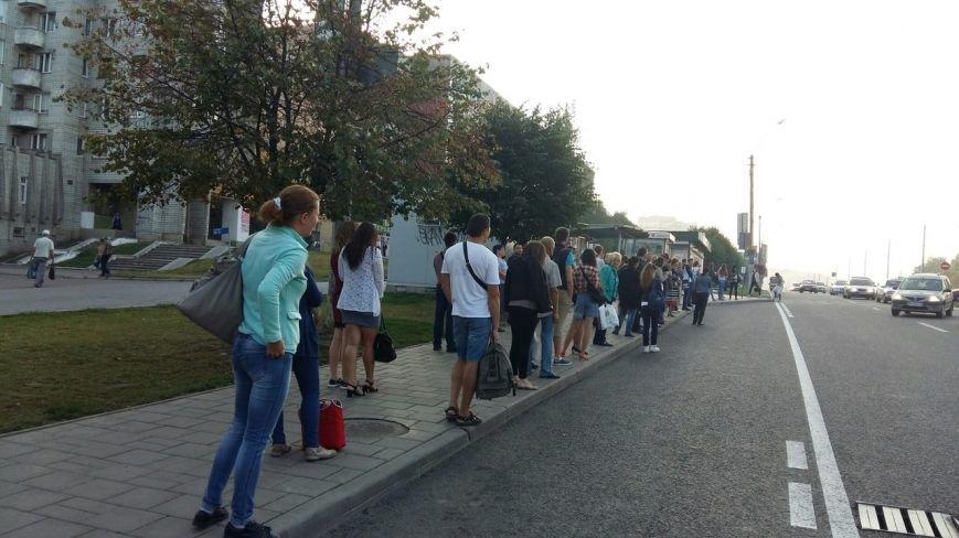 Останній герой: як львів'яни на Сихові штурмують автобуси аби вчасно доїхати на роботу (ФОТО, ВІДЕО), фото-2