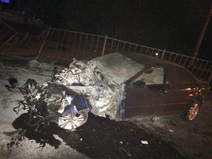 Ночью на проспекте Победы Симферополя иномарка разбилась в «хлам», врезавшись в рекламный щит (ФОТО), фото-3