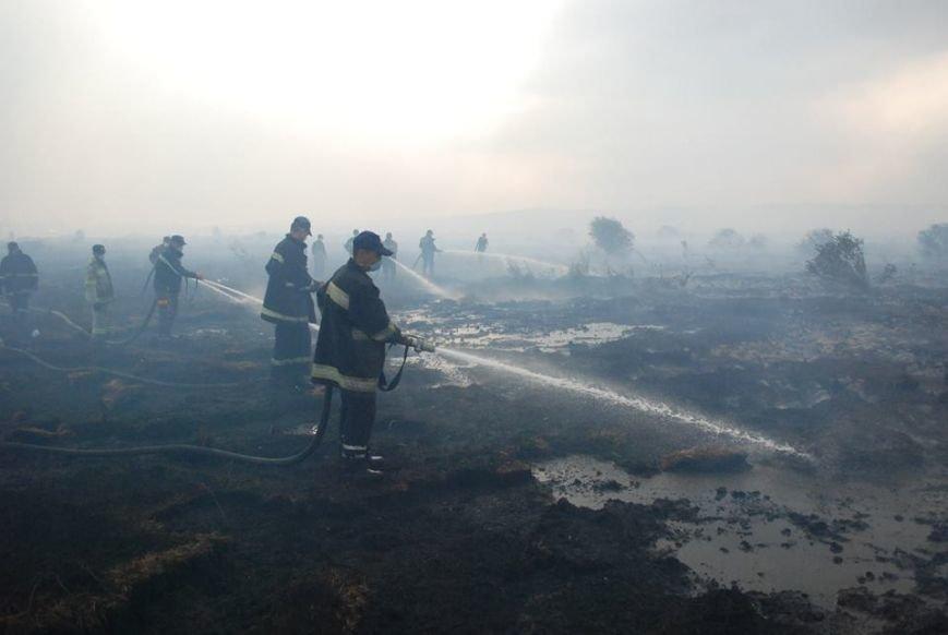 Львів'янам радять не відчиняти вікна у помешканнях через горіння торфу поблизу Львова, фото-1
