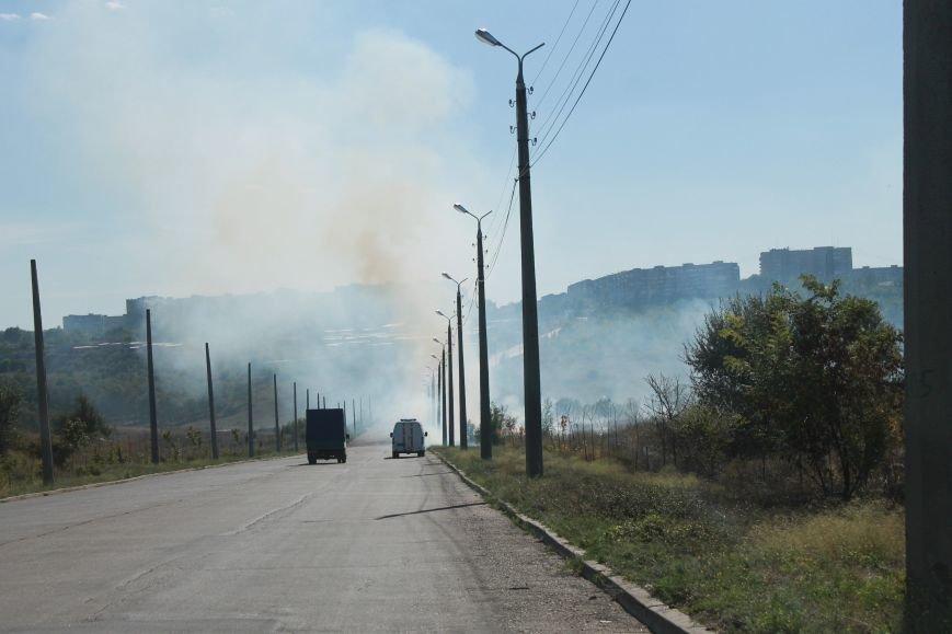 В Краматорске возле балки дым застелил проезжую часть, фото-1