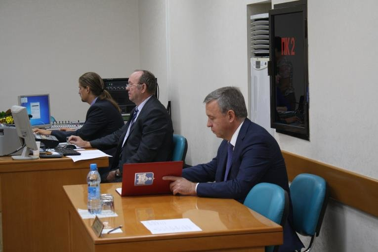 Сессия Сахалинской областной Думы началась с обсуждения новых мониторов, фото-1