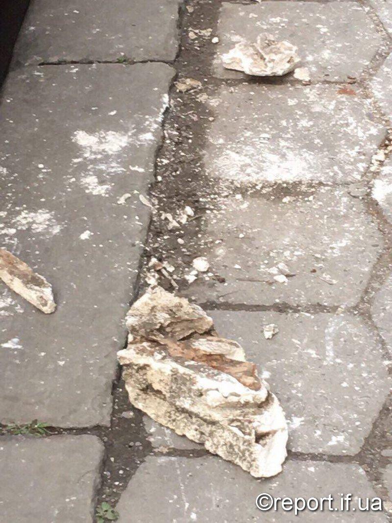 На Мазепи руйнуються старі будинки (ФОТО), фото-2
