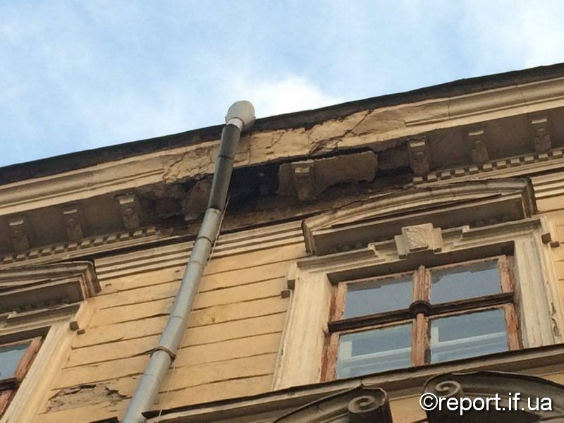На Мазепи руйнуються старі будинки (ФОТО), фото-1