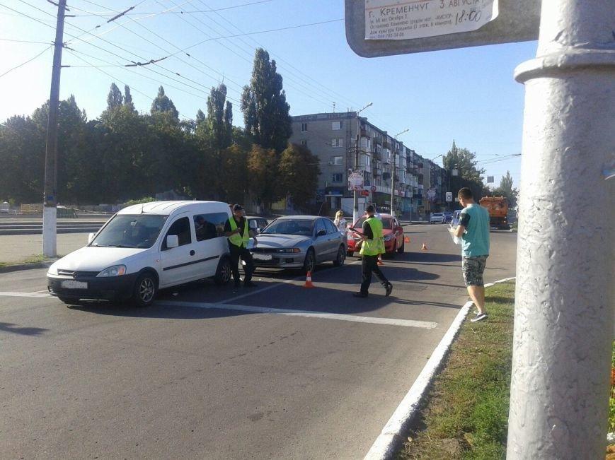 "На мемориале ""Вечно живым"" столкнулись сразу три автомобиля (ФОТО), фото-3"