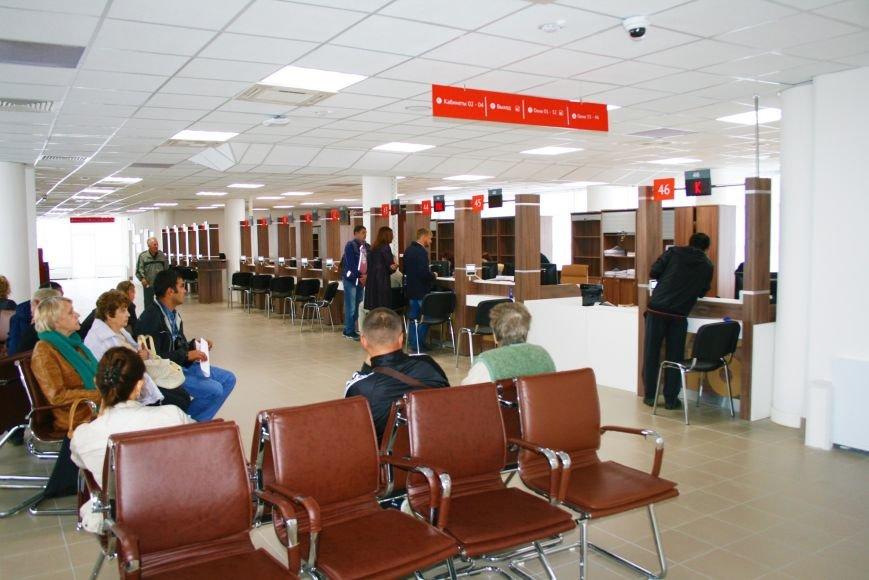 Новый центр госуслуг МФЦ «Мои документы» в Троицке собирает многочасовые очереди, фото-1
