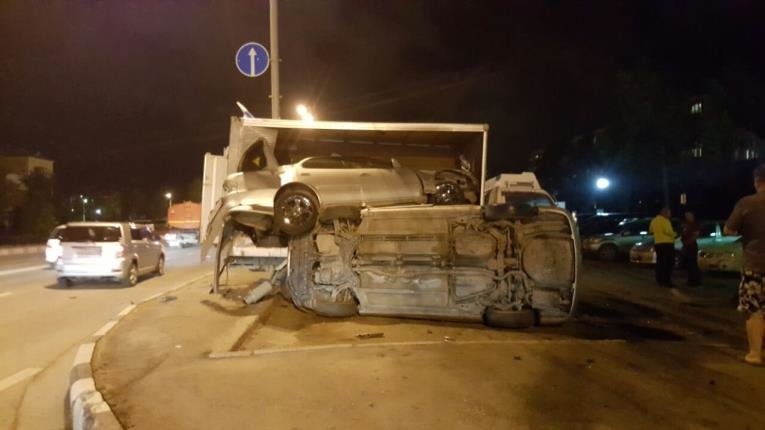 Ночное ДТП в Южно-Сахалинске обошлось без жертв, фото-1