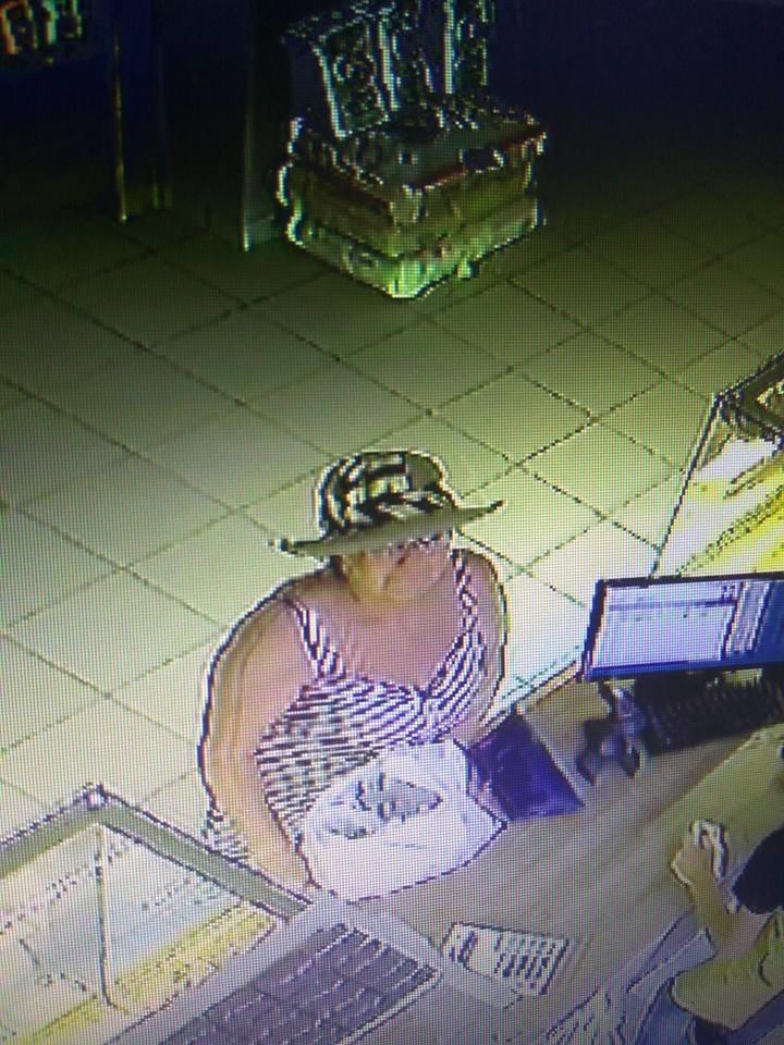 В мережі ідентифікують місцеву шахрайку, яка викрала в магазині мобільний телефон (ФОТО+ВІДЕО), фото-2