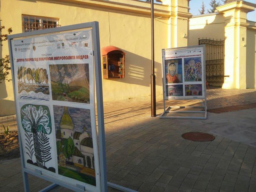 На площі Святого Юра можна побачити унікальні дитячі роботи під відкритим небом (ФОТО), фото-6