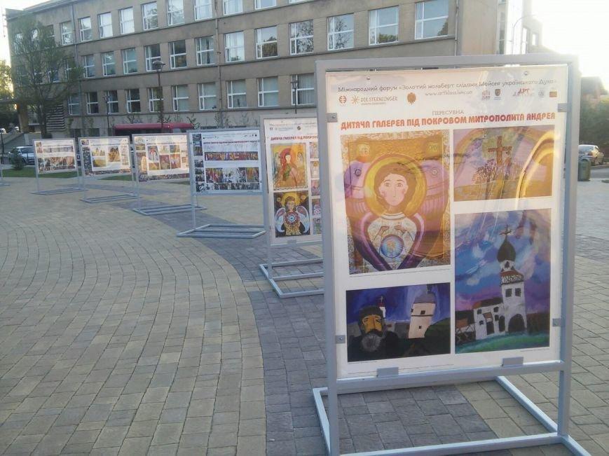 На площі Святого Юра можна побачити унікальні дитячі роботи під відкритим небом (ФОТО), фото-3