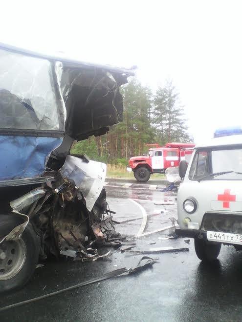 В Новоспасском районе фура буквально разрезала пополам автобус. ФОТО, фото-2