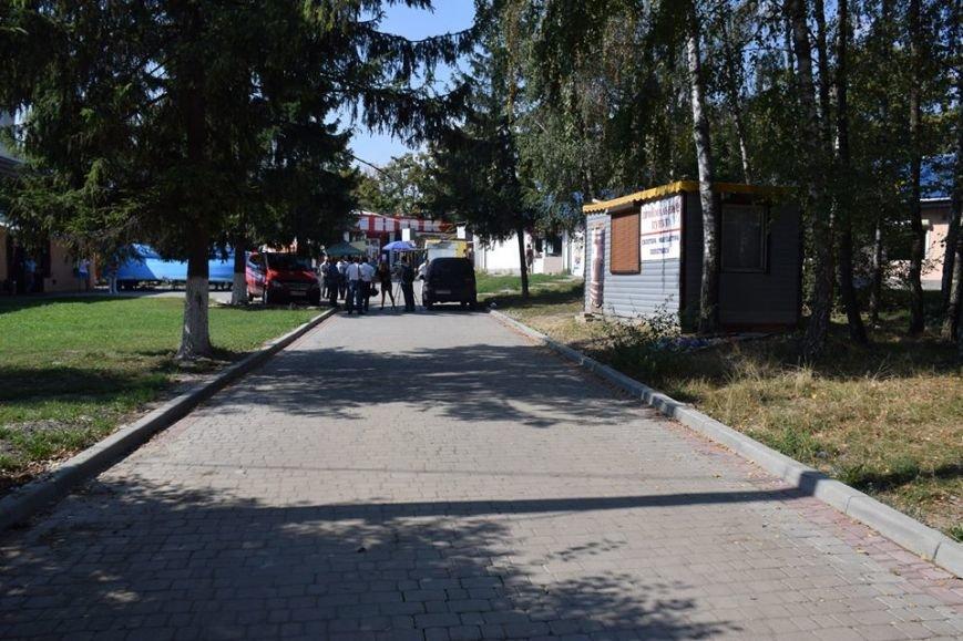 На вул. Мазепи встановлять спеціальні торгові прилавки (ФОТО), фото-2