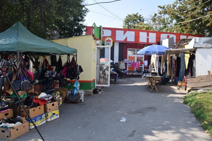 На вул. Мазепи встановлять спеціальні торгові прилавки (ФОТО), фото-3