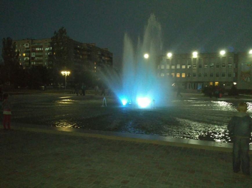 В Попасной на месте демонтированного Ленина появился фонтан с подсветкой (ФОТО), фото-1