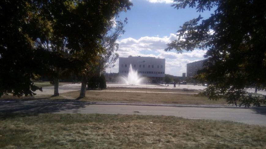 В Попасной на месте демонтированного Ленина появился фонтан с подсветкой (ФОТО), фото-2