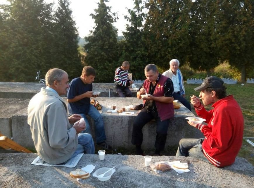 У Калуші бідним та безхатченкам роздавали їжу (ФОТО), фото-1