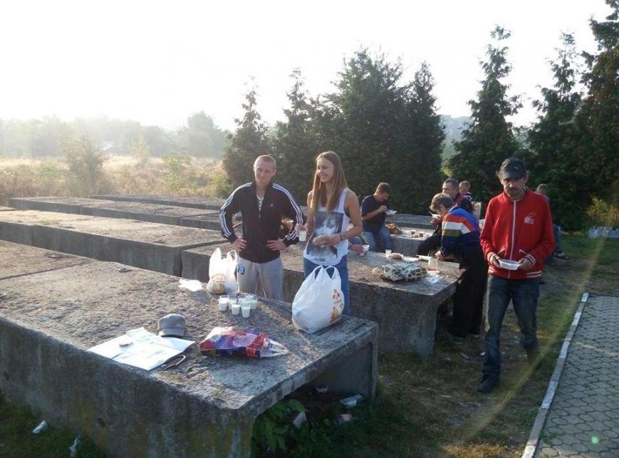 У Калуші бідним та безхатченкам роздавали їжу (ФОТО), фото-3