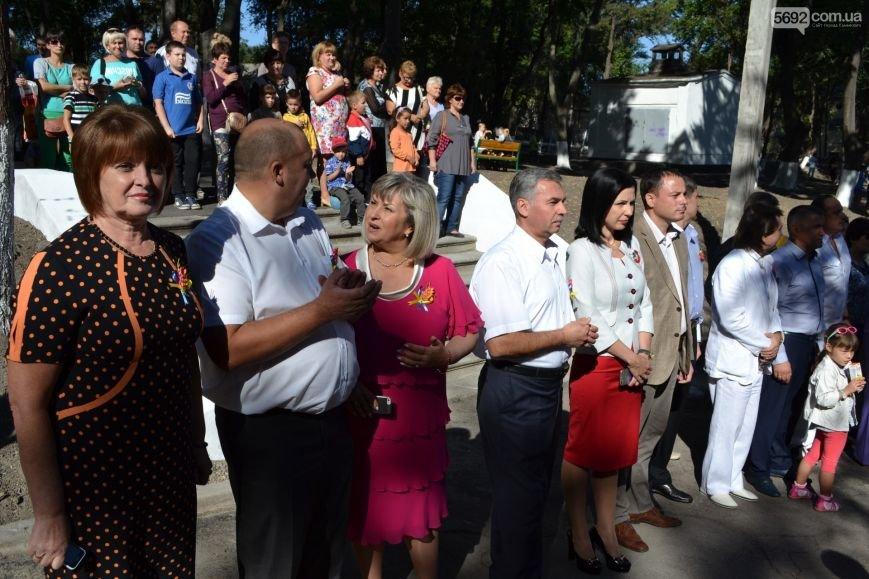 В Южном районе Каменского открылся обновленный сквер, фото-1