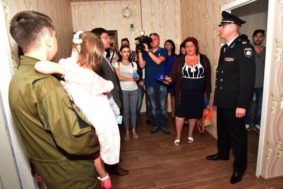 Полицейские семьи получили квартиры в Мариуполе (ФОТО), фото-10