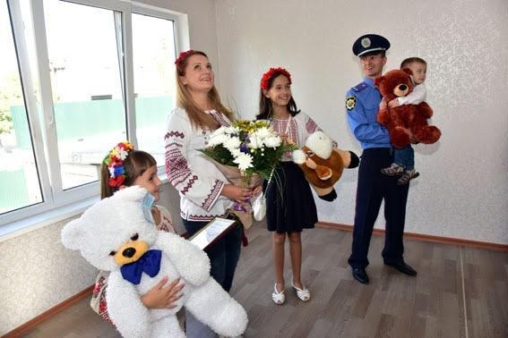 Полицейские семьи получили квартиры в Мариуполе (ФОТО), фото-9