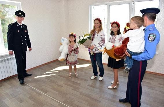 Полицейские семьи получили квартиры в Мариуполе (ФОТО), фото-8