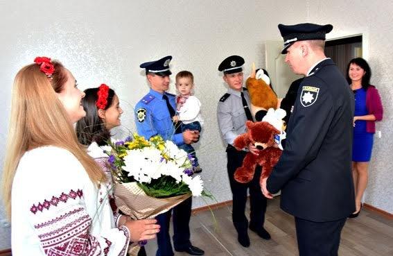 Полицейские семьи получили квартиры в Мариуполе (ФОТО), фото-7