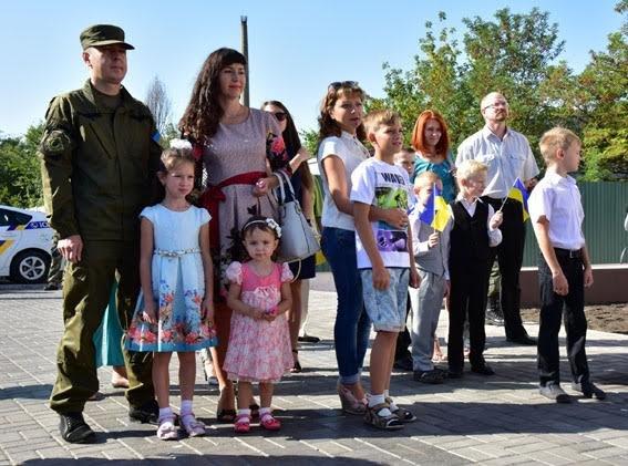 Полицейские семьи получили квартиры в Мариуполе (ФОТО), фото-1