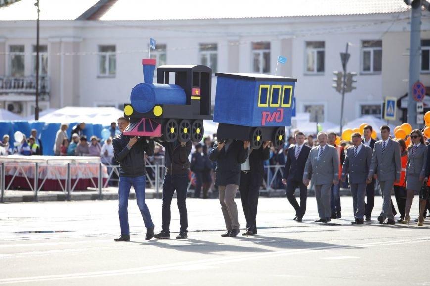 Знаменитую елку из корюшки представили в Южно-Сахалинске, фото-2