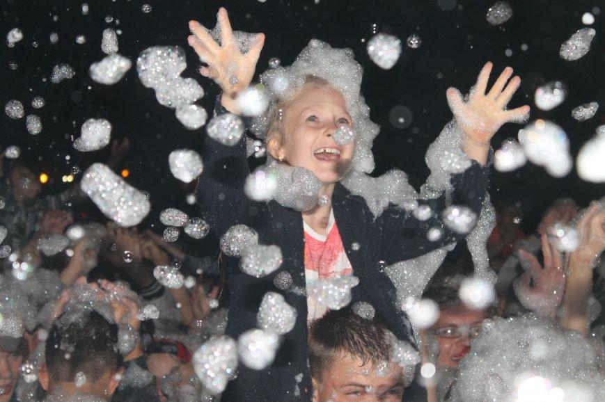 День города в Бахмуте закончился концертом Олега Винника и пенной дискотекой, фото-11