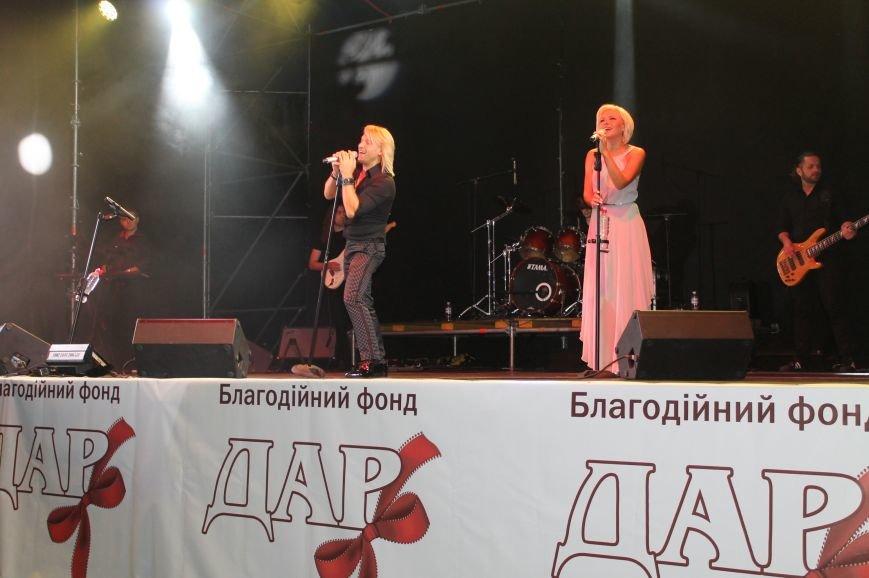 День города в Бахмуте закончился концертом Олега Винника и пенной дискотекой, фото-4