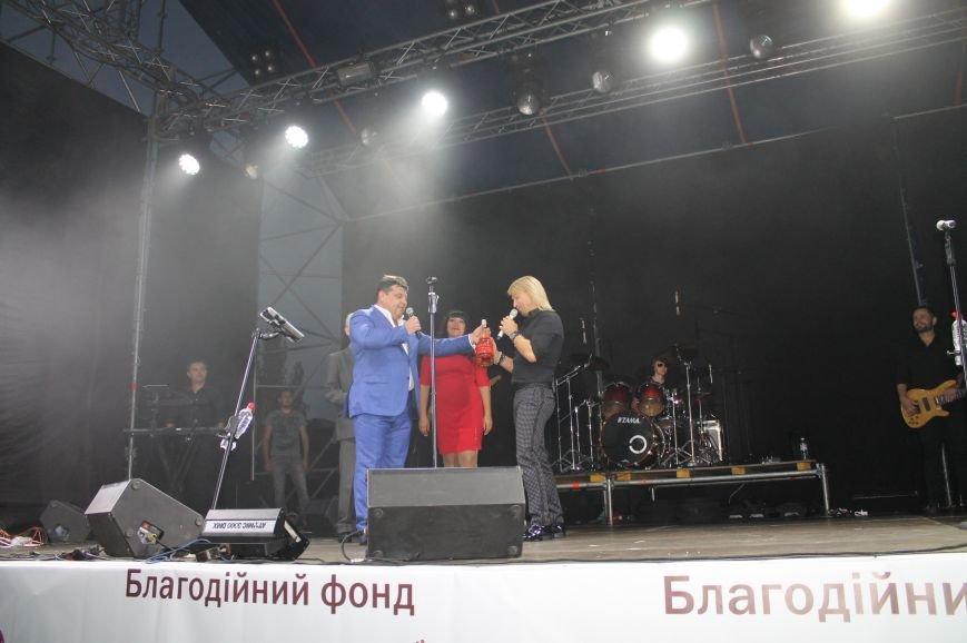 День города в Бахмуте закончился концертом Олега Винника и пенной дискотекой, фото-3