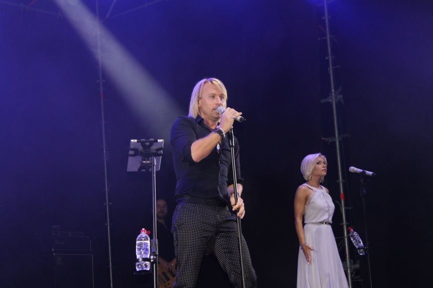 День города в Бахмуте закончился концертом Олега Винника и пенной дискотекой, фото-5