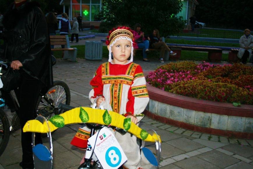 В День города на Сиреневом бульваре прошел костюмированный велопарад «Леди на велосипеде», фото-4
