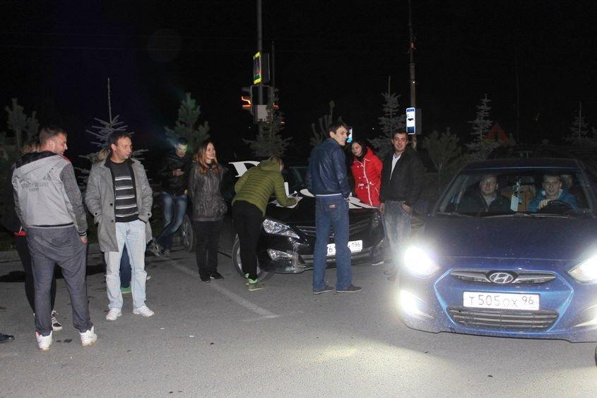 Бампер к бамперу по ночному Полевскому, фото-1
