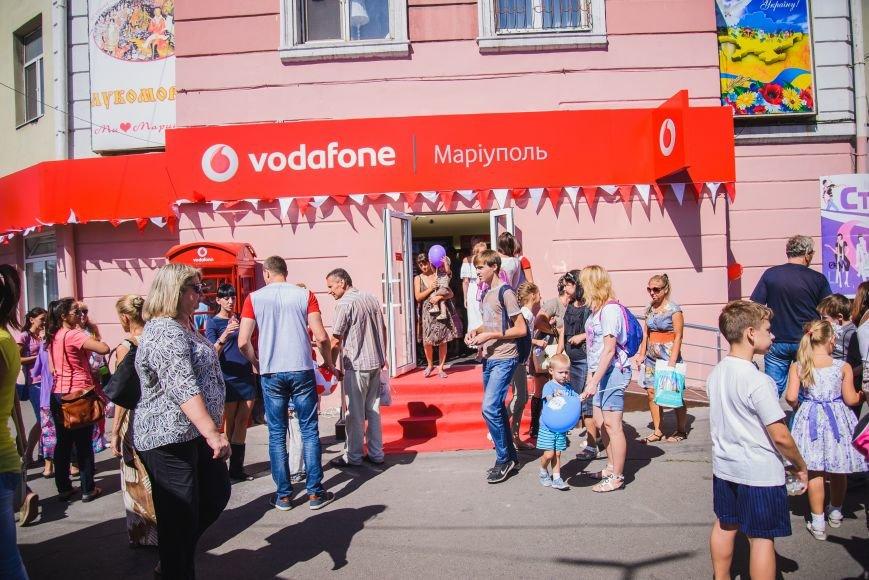 Vodafone открыл фирменный магазин в Мариуполе, фото-3
