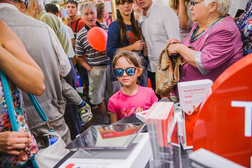 Vodafone открыл фирменный магазин в Мариуполе, фото-6