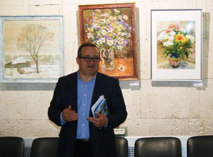 В Троицке состоялась необычная выставка картин, фото-1