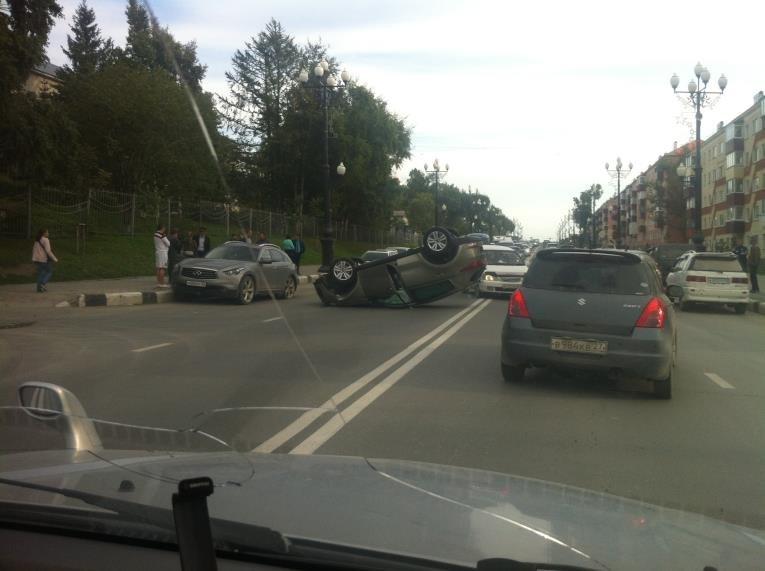 Дорожно-транспортное происшествие в Южно-Сахалинске парализовало центральную автомагистраль, фото-1