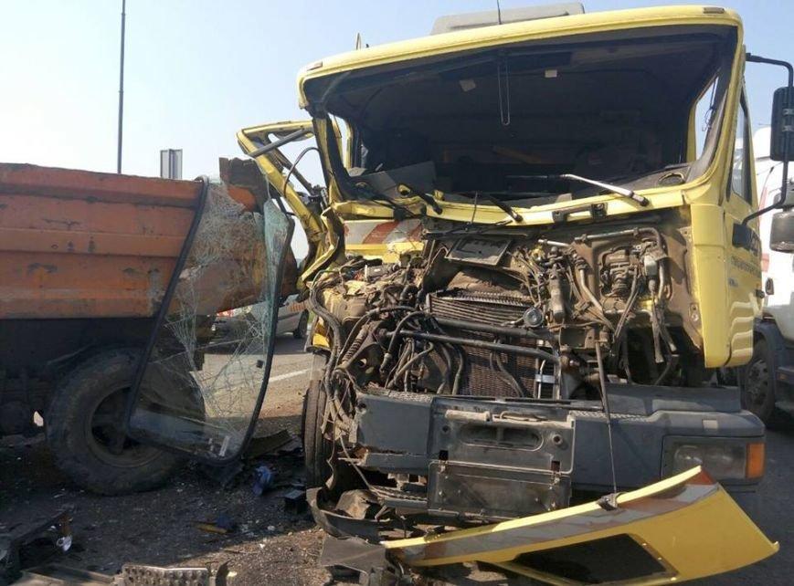 На об'їзній дорозі у Львові сталася моторошна ДТП: зіткнулися дві вантажівки (ФОТО), фото-4