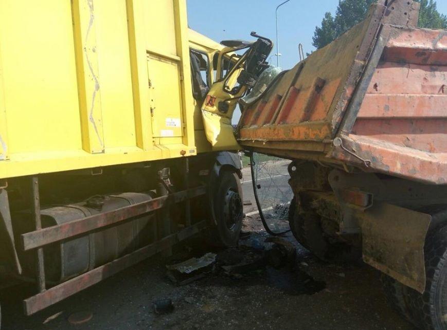 На об'їзній дорозі у Львові сталася моторошна ДТП: зіткнулися дві вантажівки (ФОТО), фото-2