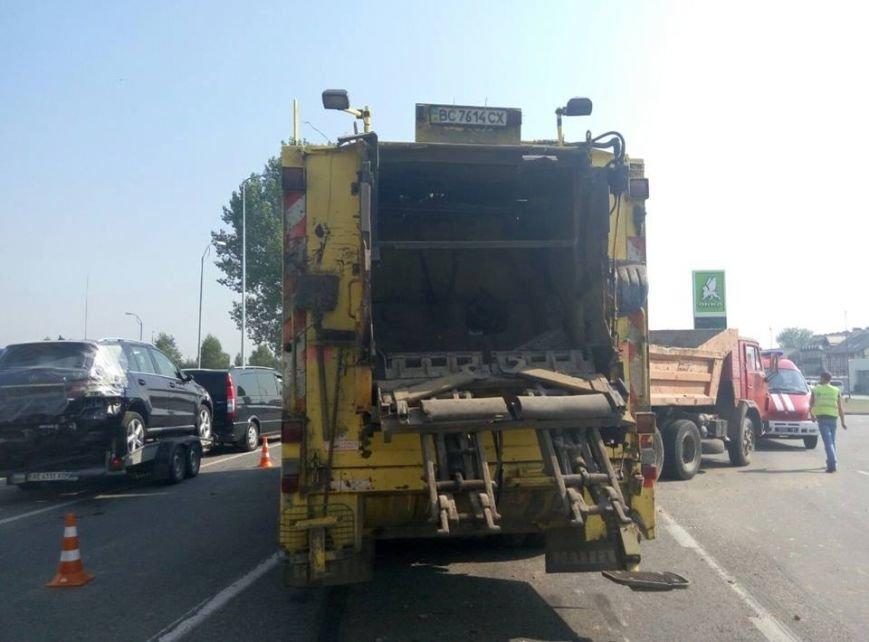 На об'їзній дорозі у Львові сталася моторошна ДТП: зіткнулися дві вантажівки (ФОТО), фото-1