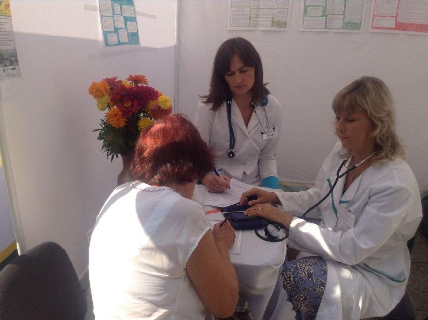 Сьогодні для львів'ян облаштували наметове містечко, аби перевірити стан здоров'я (ФОТО+ВІДЕО), фото-2