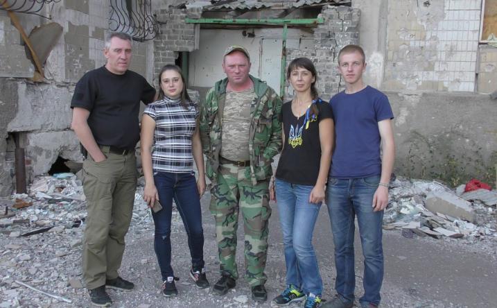 Конотоп передав гуманітарну допомогу школярам зруйнованої війною Красногорівки (відео), фото-2