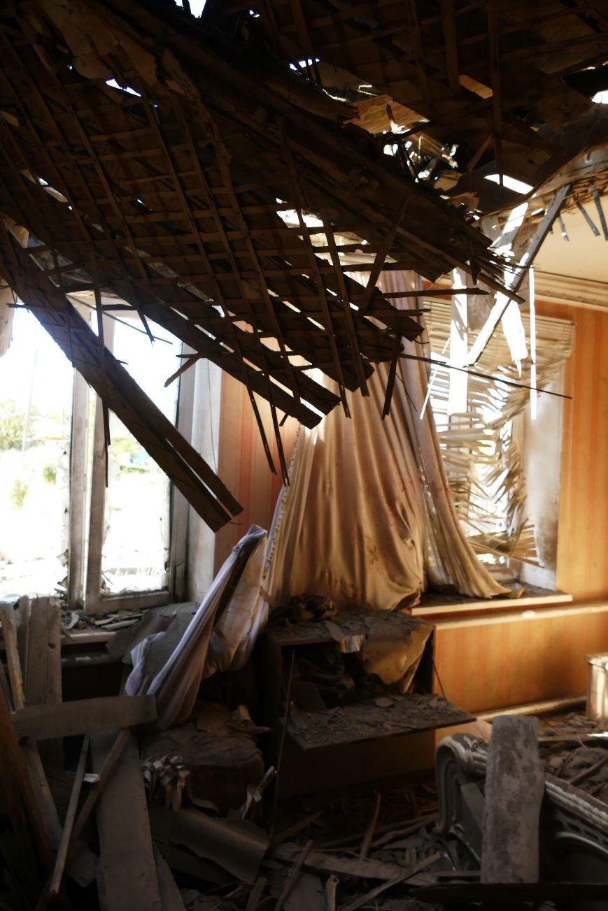 В результате обстрела Макеевки ранено шесть человек, пострадали 15 домов и школа (ФОТО), фото-1