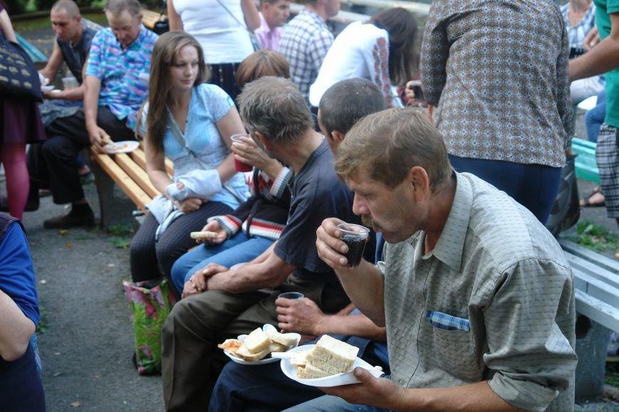У Франківську для безпритульних та потребуючих людей влаштували святковий пікнік (ФОТО), фото-4