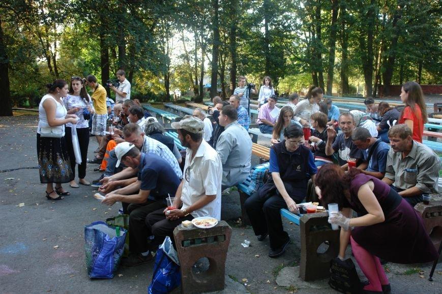 У Франківську для безпритульних та потребуючих людей влаштували святковий пікнік (ФОТО), фото-5