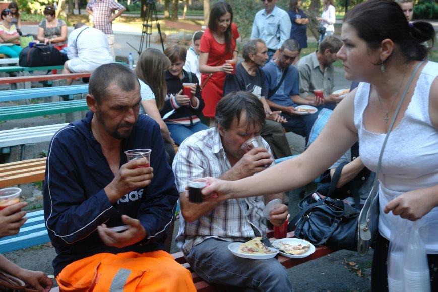 У Франківську для безпритульних та потребуючих людей влаштували святковий пікнік (ФОТО), фото-2