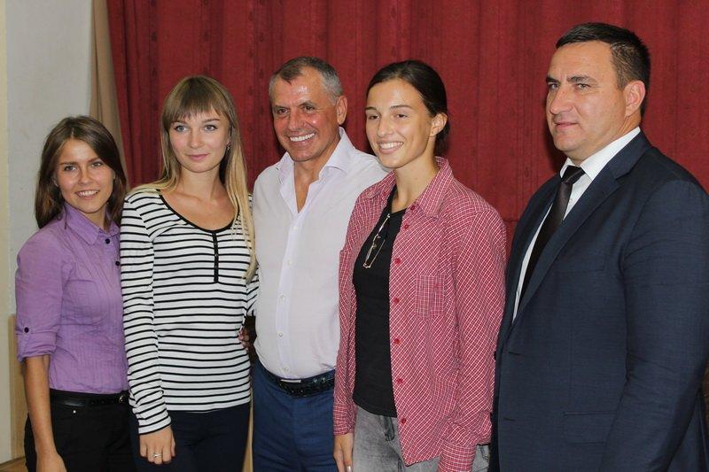 Председатель Госсовета Крыма Владимир Константинов встретился с ялтинцами (11)