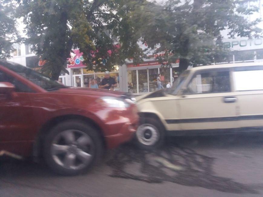 ДТП в городе: лоб в лоб столкнулись два автомобиля (ФОТО), фото-3