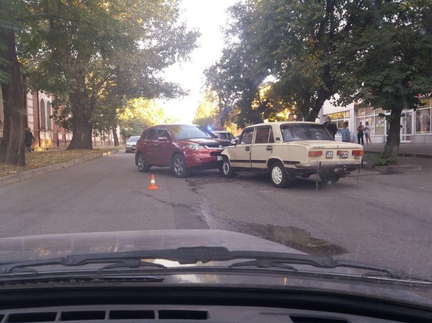 ДТП в городе: лоб в лоб столкнулись два автомобиля (ФОТО), фото-2